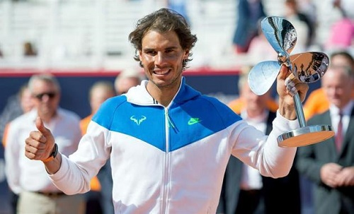rafael-nadal-poses-with-trophy-3090-1836